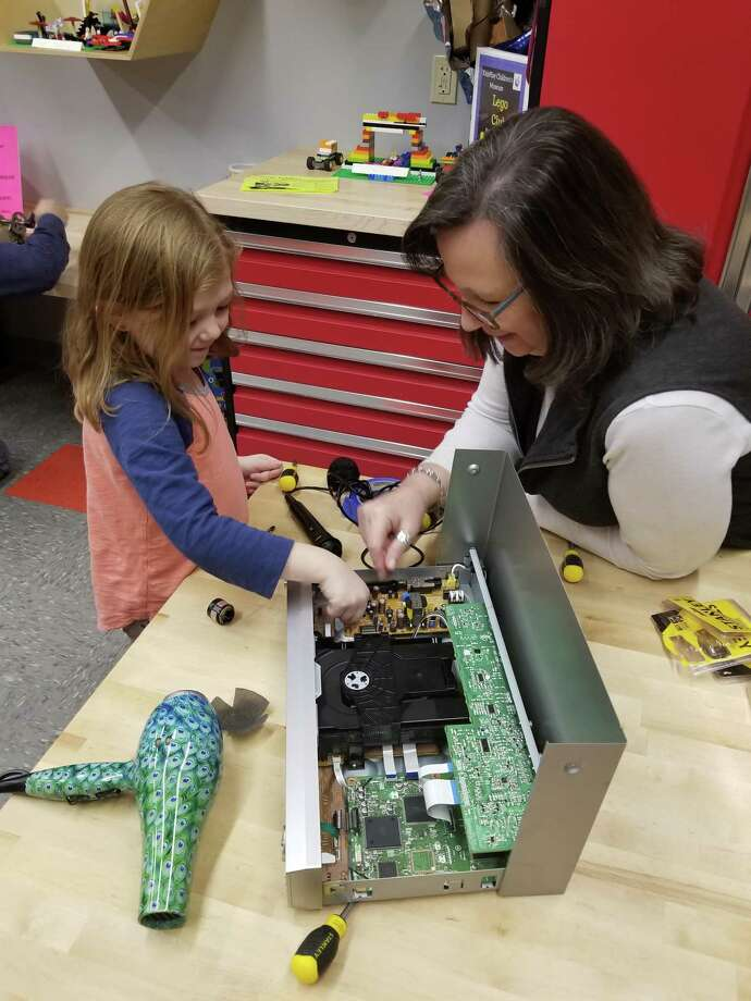 KidsPlay Children's Museum is offering numerous programs in January. Above, children participate in a hands-on activity at the museum on Main Street in Torrington. Photo: Contributed Photo