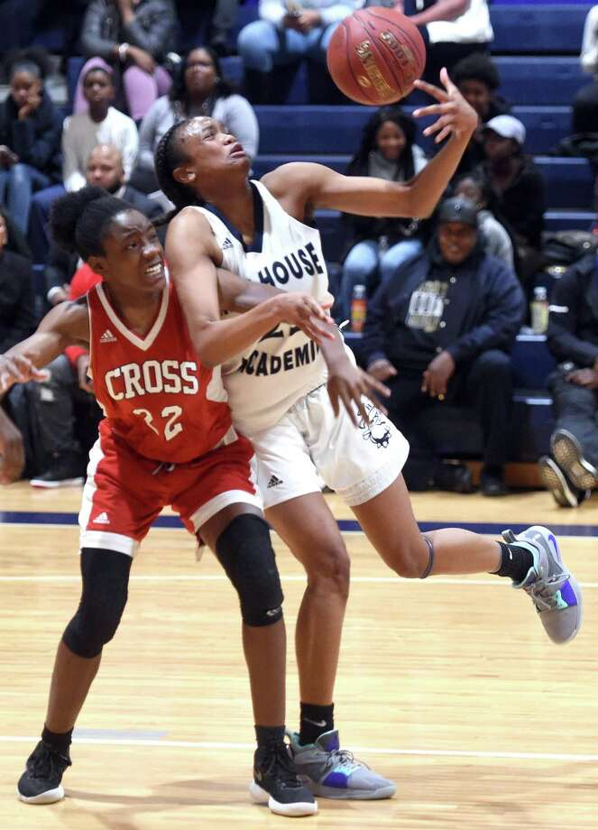 Wilbur Cross' Dejah Middleton, left, defends against Hillhouse's Tanayja London on Monday. Photo: Arnold Gold / Hearst Connecticut Media / New Haven Register