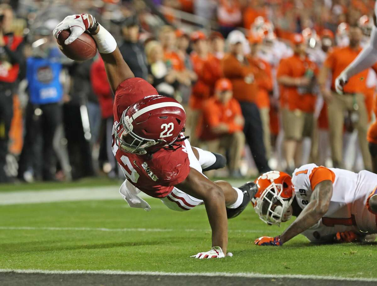 Alabama's Najee Harris comes up just short of a touchdown in 2nd quarter against Clemson during College Football Playoff championship game at Levi's Stadium in Santa Clara, Calif. on Monday, January 7, 2019.