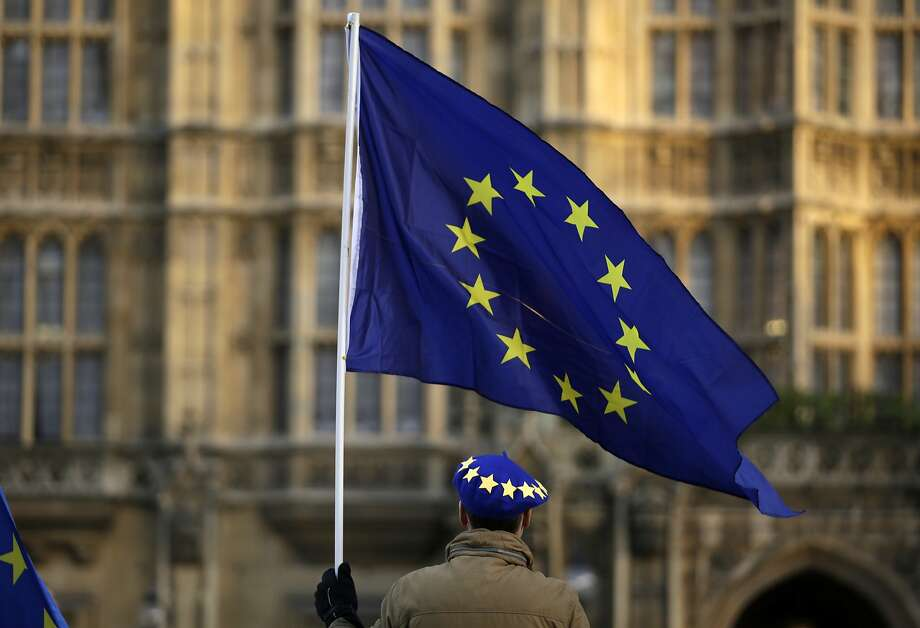 A pro-Europe protester holds a flag in London after the government ruled against an extension to withdrawal from EU. Photo: Matt Dunham / Associated Press