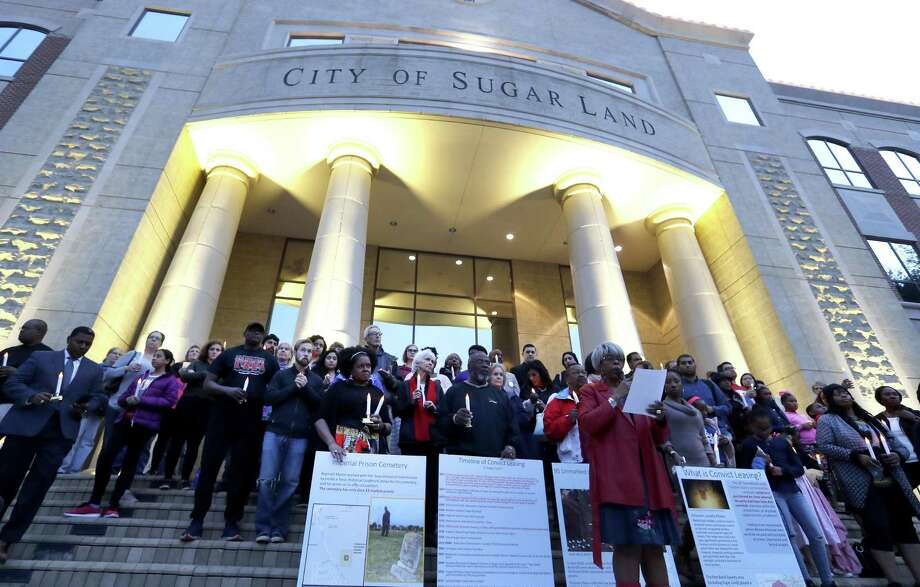 Naomi Carrier speaks to community members, incluidng activist Reginald Moore, as they held a candelight vigil on the steps of City Hall, Sunday, Dec. 16, 2018, at Sugar Land Town Square, in Sugar Land, to honor the 95 African-American remains found at Fort Bend ISD construction site earlier this year. Photo: Karen Warren,  Houston Chronicle / Staff Photographer / © 2018 Houston Chronicle