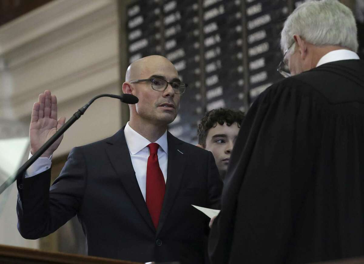 Texas House Speaker Dennis Bonnen, left, is sworn in by U.S. District Judge John Rainey during the opening session of the Texas House of Representatives, on Tuesday, Jan. 8, 2019, in Austin, TX.