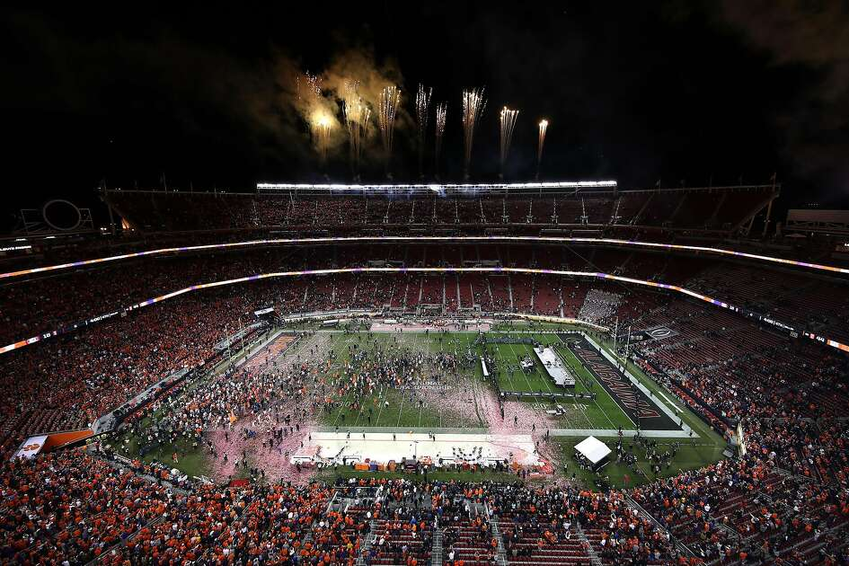SANTA CLARA, CALIFORNIA - JANUARY 07: The Clemson Tigers celebrate after defeating the Alabama Crimson Tide in the College Football Playoff National Championship at Levi's Stadium on January 07, 2019 in Santa Clara, California. The Clemson Tigers defeated the Alabama Crimson Tide with a score of 44 to 16. (Photo by Ezra Shaw/Getty Images)