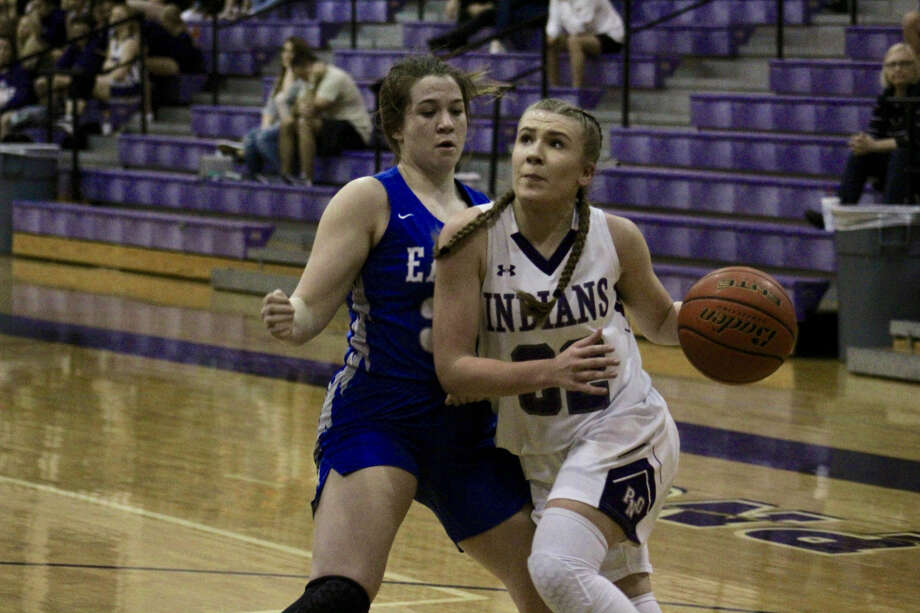 Port Neches-Groves' Mollee Priddy drives to the basket looking to score in PN-G's game against Barbers Hill on Tuesday night at PN-G High School. Photo: Meshach Sullivan  / The Enterprise