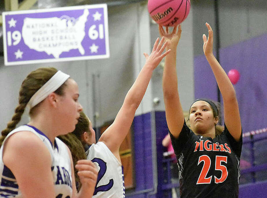 Edwardsville freshman Sydney Harris knocks down a 3-point shot in the first quarter against Collinsville on Tuesday. Photo: Matt Kamp/Intelligencer