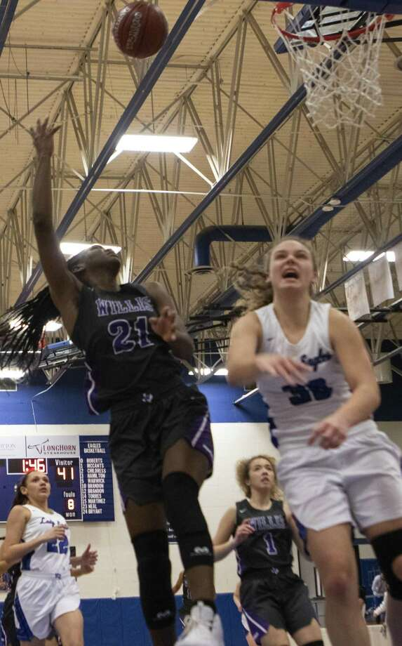 Willis senior De'Janae Gilmore shoots over New Caney junior Abigail Lynch during a District 20-5A high school basketball game Tuesday, Jan. 8, 2019 at Montgomery High School in Montgomery. Photo: Cody Bahn, Houston Chronicle / Staff Photographer / © 2018 Houston Chronicle