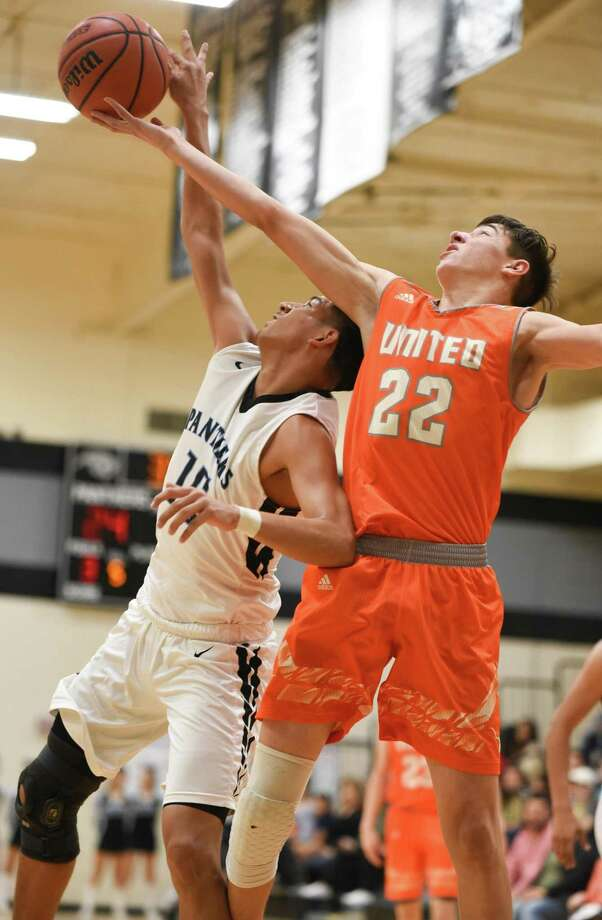 Abel Gonzalez and United host Matt Gutierrez and United South at 7:30 p.m. Tuesday with a chance to lock up a district title with a victory. Photo: Danny Zaragoza /Laredo Morning Times File