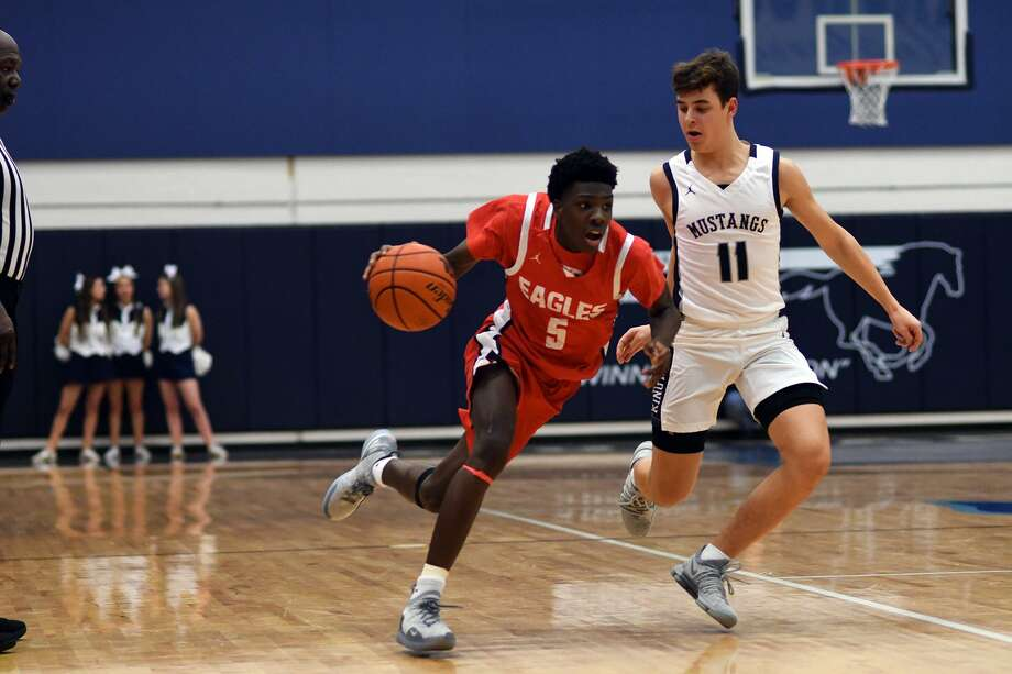 Atascocita sophomore guard Johnathan Massie (5) works the ball upcourt against Kingwood senior Lief Kindig (11) late in the 4th quarter of their District 22-6A matchup at Kingwood High School on Jan. 8, 2019. Photo: Jerry Baker, Houston Chronicle / Contributor / Houston Chronicle