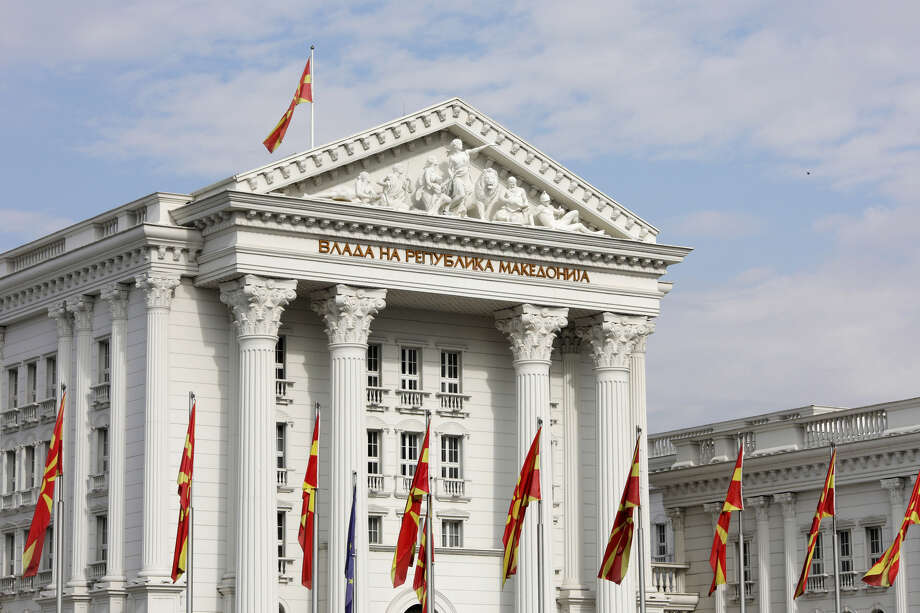 Flags of the Macedonian Republic fly outside the government building in Skopje, Macedonia, on Sept. 30, 2018. Photo: Bloomberg Photo By Konstantinos Tsakalidis. / © 2018 Bloomberg Finance LP
