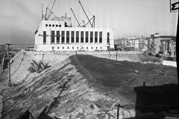 Construction goes on at the San Francisco Mint December 16, 1936