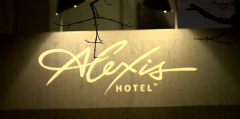 Seattle hotels, including the Alexis hotel downtown, plan to offer incentives for commuters to beat viaduct congestion.