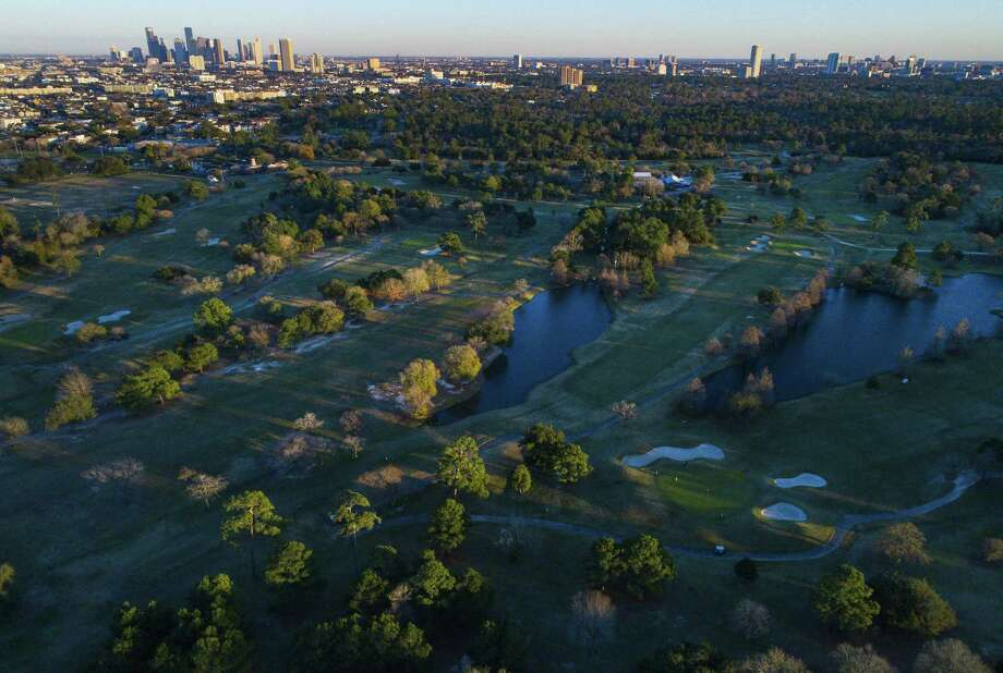 Golfers play their final rounds on the public golf course at Memorial Park in Houston, Wednesday, Jan. 9, 2019. The course will close for ten months beginning Thursday to begin renovations to make the course PGA-ready and a possible host for the Houston Open in 2020. Photo: Mark Mulligan, Houston Chronicle / Staff Photographer / © 2019 Mark Mulligan / Houston Chronicle
