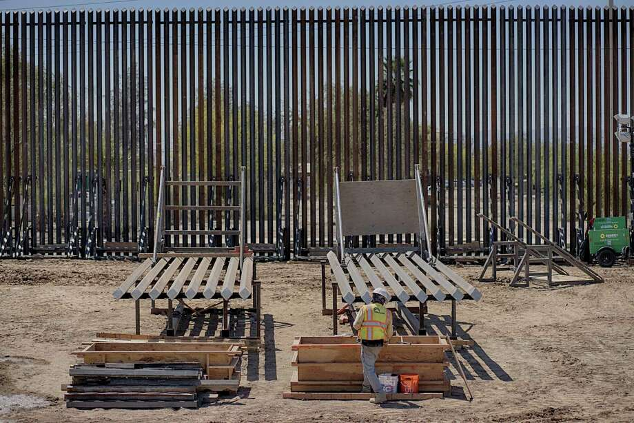 A contractor works on the border wall in Calexico, Calif., on April 18, 2018. Photo: Bloomberg Photo By Sandy Huffaker. / © 2018 Bloomberg Finance LP