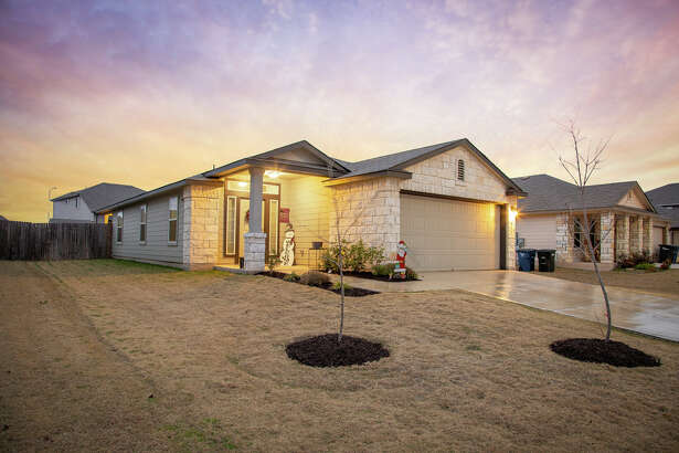 Sponsored by Suzanne Kuntz of Keller Williams San Antonio VIEW DETAILS for 951 PUMPKIN RIDGE New Braunfels,TX 78130-2172 MLS: 1354514