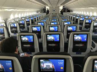 United's largest Boeing 787 Dreamliner takes off - SFGate