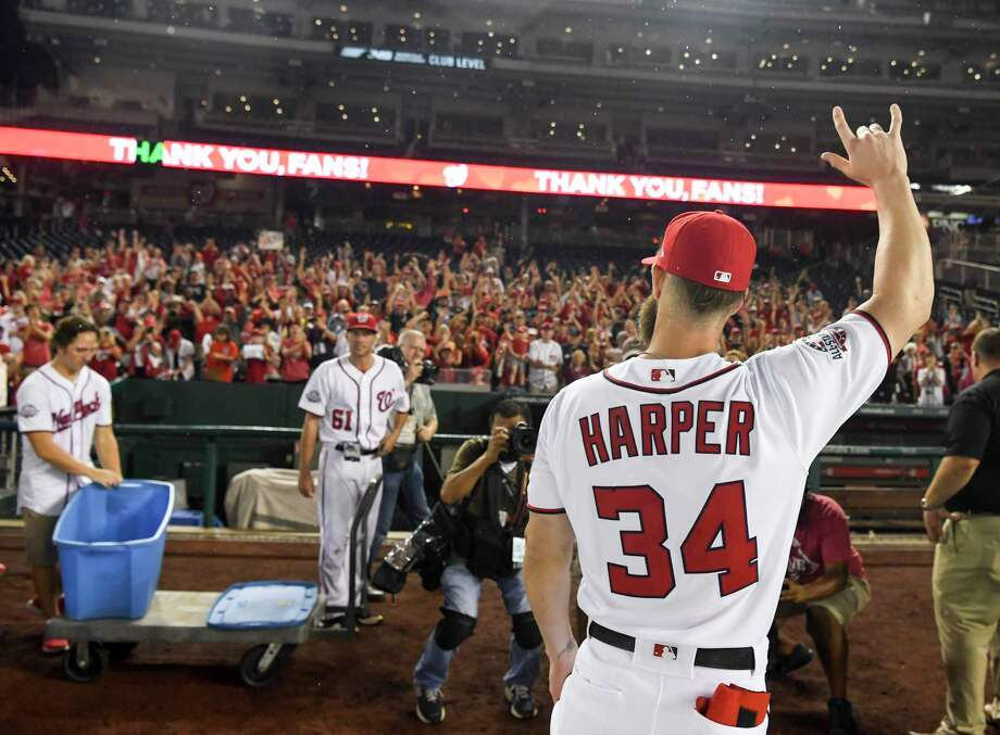 Washington Nationals right fielder Bryce Harper (34) waves to the fans at Nationals Park. Photo: Washington Post Photo By Jonathan Newton / The Washington Post