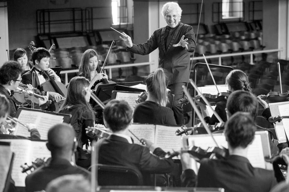 Peter Oundjian conducts the Yale Philharmonia. Photo: Courtesy Of Yale School Of Music / Bob Handelman