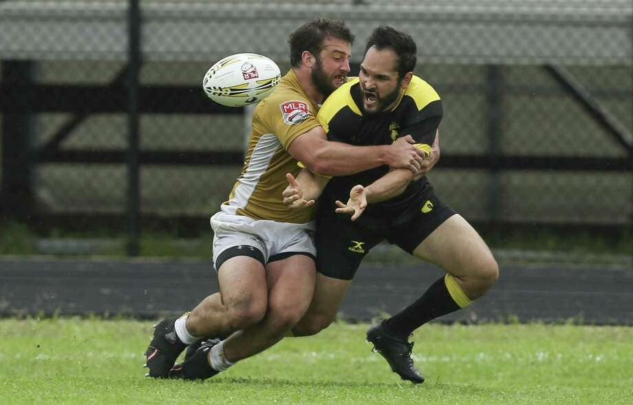 Houton SaberCats Dan Paul, right, passes the ball to Alex Elkins, who then scores a try, while New Orleans Eric Howard is attacking him during the second half of the home opener of the Major League Rugby game at Dyer Stadium on Saturday, April 21, 2018, in downtown Houston. The Houston SaberCats lost to the New Orleans Gold 32-26. ( Yi-Chin Lee / Houston Chronicle ) Photo: Yi-Chin Lee / Houston Chronicle / © 2018 Houston Chronicle