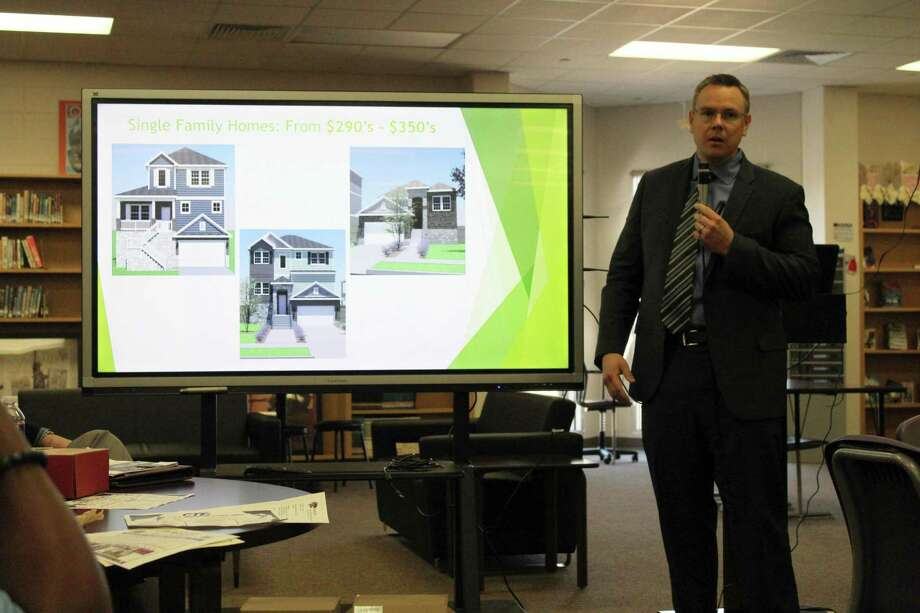 Saratoga Homes Division President Jack Bombach talks about the new community development on Townsen Boulevard expected to be completed in 2020 at the Humble Biz Com on Jan. 10, 2019. Photo: Kaila Contreras