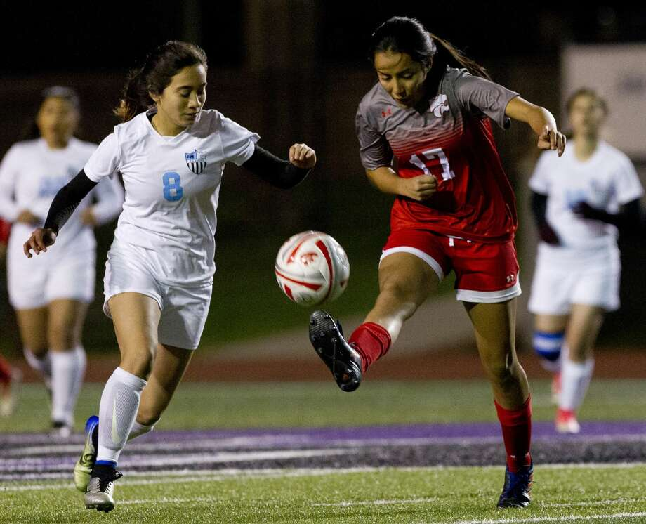 Maide Sanchez #17 of Splendora makes a pass in the first period of a match during the Willis Kat Cup soccer tournament at Berton A. Yates Stadium, Thursday, Jan. 10, 2019, in Willis. Photo: Jason Fochtman/Staff Photographer