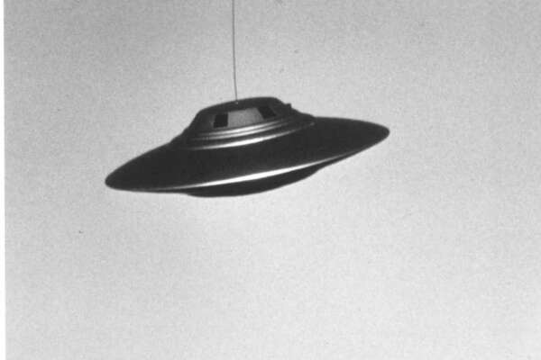"""""""THE NEW EXPLORERS: BRINGING UFOs DOWN TO EARTH"""" on A&E premieres June 18, 1998 at 9pm ET/10pm PT. How easy is it to hoax a photo? In this episode of """"The New Explorers,"""" UFO skeptic James McGaha shows how simple it is to superimpose and computer-generate a photo of a """"UFO."""" HOUCHRON CAPTION (06/18/1998): In the """"Bringing UFOs Down to Earth"""" episode of """"The New Explorers,"""" 8 tonight on A&E, host Bill Kurtis finds that there are reasonable explanations for the majority of UFO sightings throughout the world."""