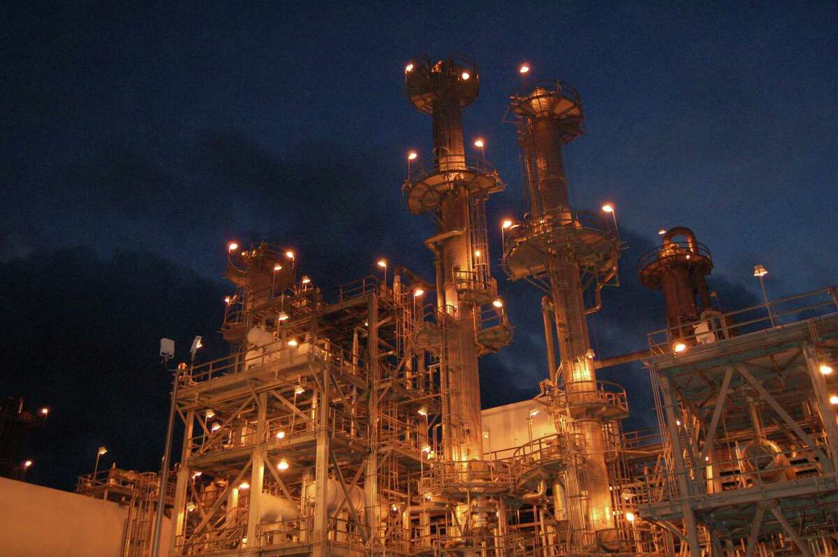 Shell fired up its fourth alpha olefins unit at its complex in Geismar, La., adding 425,000 metric tons per year of the key ingredient in consumer goods such as laundry detergent and hand soaps.