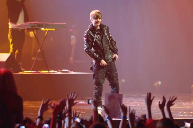 OBERHAUSEN, GERMANY - MAY 21:  Justin Bieber performs during the VIVA Comet 2010 award show at Koenig-Pilsener-Arena on May 21, 2010 in Oberhausen, Germany.  (Photo by Stefan Menne/Getty Images) *** Local Caption *** Justin Bieber Photo: Getty Images / 2010 Getty Images