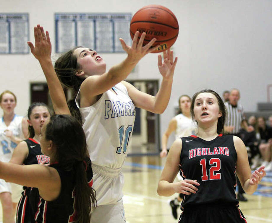 Jersey's Abby Manns (middle) gets around Highland's Megan Kronk (left) to score in a MVC girls basketball game Dec. 3 in Jerseyville. The Panthers were on the road for a Valley game Thursday and Manns scored 11 points in a win over Waterloo. Photo: Greg Shashack / The Telegraph