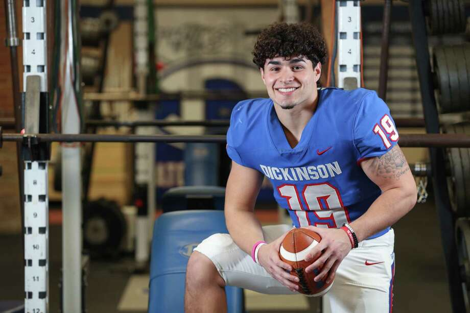 Landon Roque, linebacker from Dickinson High School, is the All Greater Houston Defensive Player of the Year Friday, Jan. 4, 2019, in Dickinson. Photo: Steve Gonzales, Staff Photographer / © 2019 Houston Chronicle