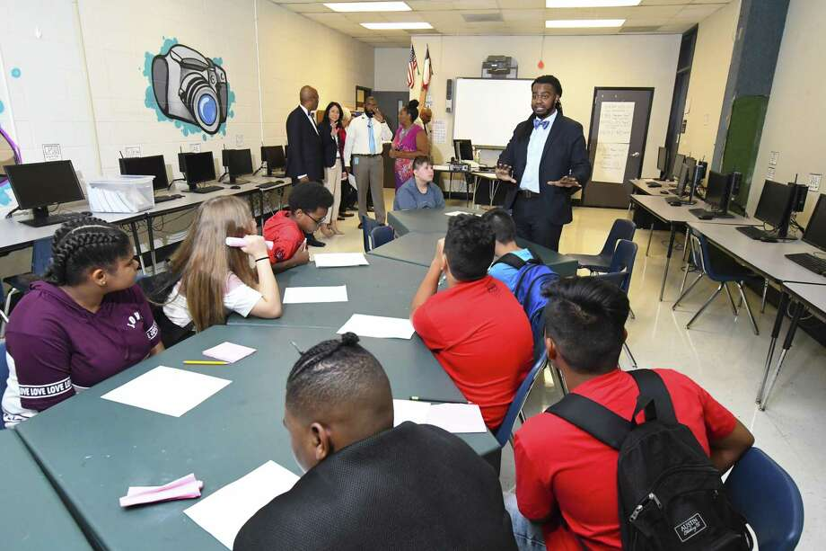 Spring ISD middle school principals intend to focus on safety, mental health and more parent involvement. Shown here: Robertson Middle School photography teacher Evan White covers first day information with his students Photo: Tony Gaines, Photographer