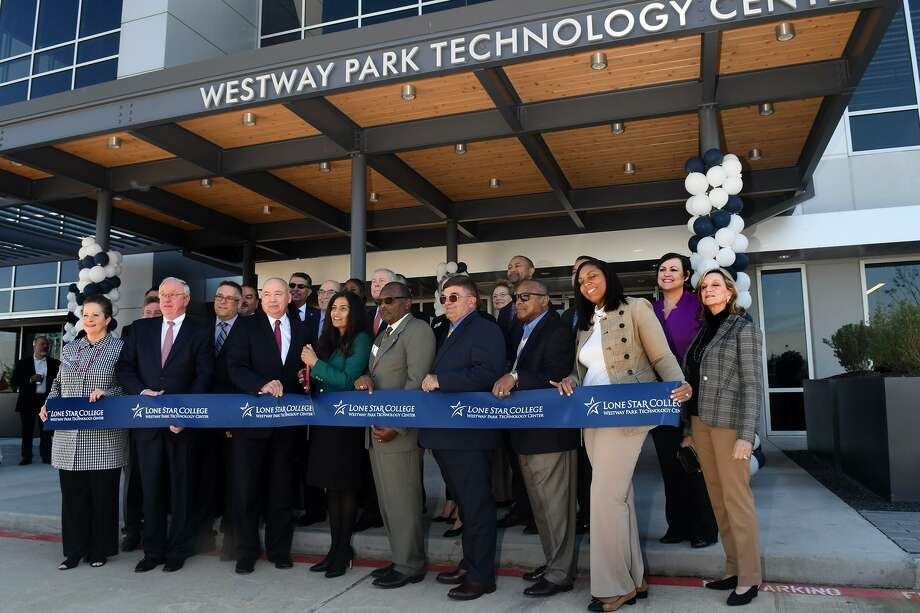 Seelpa Keshvala, center, Ph.D., President of Lone Star College-CyFair, leads the ribbon cutting ceremony for the Lone Star College Westway Park Technology Center in Houston on Jan. 11, 2019. Photo: Jerry Baker, Houston Chronicle / Contributor / Houston Chronicle
