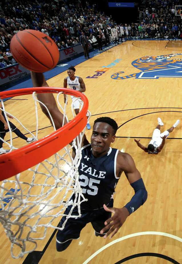 Yale's Miye Oni dunks the ball against Memphis on Nov. 17 at FedEx Forum in Memphis, Tennessee. Photo: Joe Murphy / Getty Images / 2018 Joe Murphy 2018 Joe Murphy