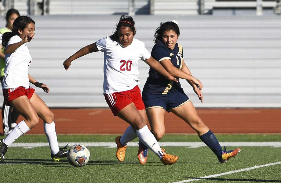 Monserrath Ramirez and the Lady Tigers lost to North Forney 4-0 Friday. It was Martin's second straight defeat. Photo: Danny Zaragoza /Laredo Morning Times / Laredo Morning Times