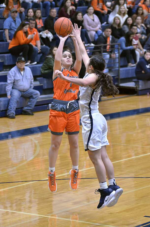 Olivia Campero and the Lady Longhorns defeated the Lady Bulldogs Friday night. Photo: Cuate Santos /Laredo Morning Times / Laredo Morning Times