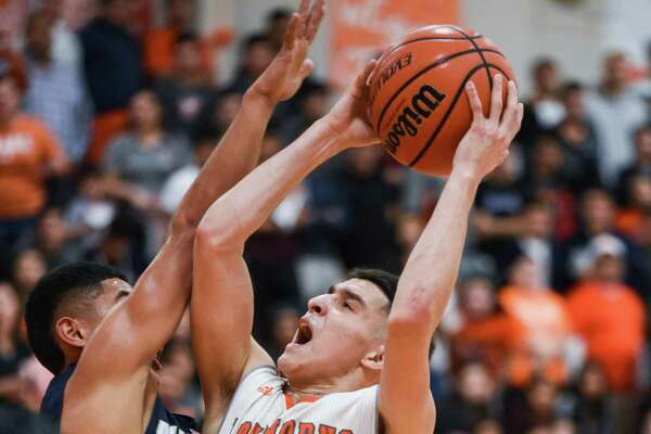 Andy Pompa scored a game-high 21 points Friday as United beat rival Alexander 57-44 to stay unbeaten and maintain outright possession of first place in District 29-6A.