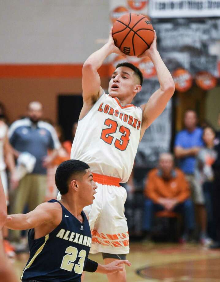 Andy Pompa scored a game-high 24 points Saturday as United won 57-38 over West Valley in the Alaska Airlines Classic third-place game. Photo: Danny Zaragoza /Laredo Morning Times File