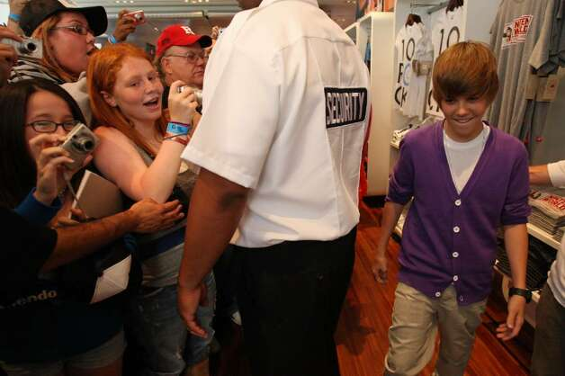 NEW YORK - SEPTEMBER 01:  Musician Justin Bieber visits the Nintendo World Store on September 1, 2009 in New York City.  (Photo by Bryan Bedder/Getty Images) *** Local Caption *** Justin Bieber Photo: Bryan Bedder, Getty Images / 2009 Getty Images