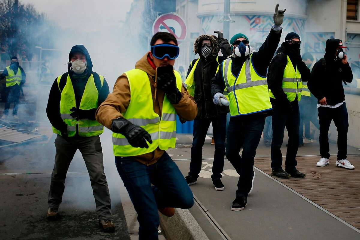 Yellow Vest (Gilets jaunes) protesters clash with police during an anti-government demonstration called by the Yellow Vest movement on January 12, 2019 in Caen, northwestern France. - France braced for a fresh round of