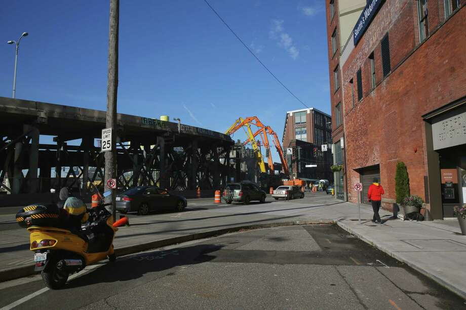 Work begins on the destruction of the Alaskan Way Viaduct in a section near CenturyLink Field, Saturday, Jan. 12, 2019. Photo: GENNA MARTIN, Seattlepi.com / SeattlePI