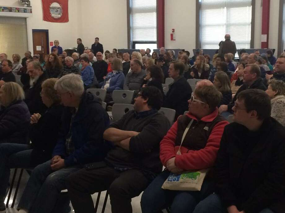 An overflow crowd filled Derby's Middle School on Jan. 12, 2019 to hear U.S. Sen. Chris Murphy discuss and answer questions about issues confronting the federal government. Photo: / Michael P. Mayko