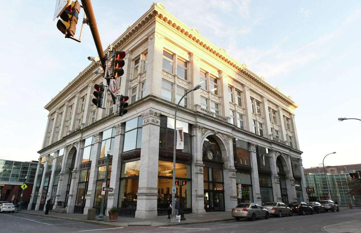 Jan. 11, 2019: Campaign representatives sign a lease for headquarters space in Troy's Frear Building. Read story.