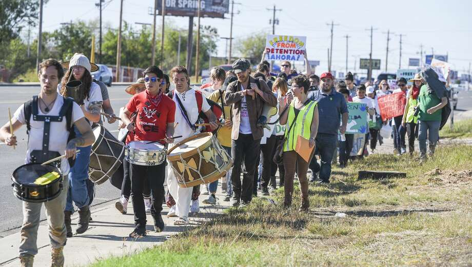 The Laredo Immigrant Alliance along with pro-immigration organizations from San Antonio and Austin are joined by members of the community as they caravan to the Laredo Processing Center on Saturday, Jan. 12, 2019. The group is asking for Griselda Cruz-Lopez to be released. Photo: Danny Zaragoza/Laredo Morning Times