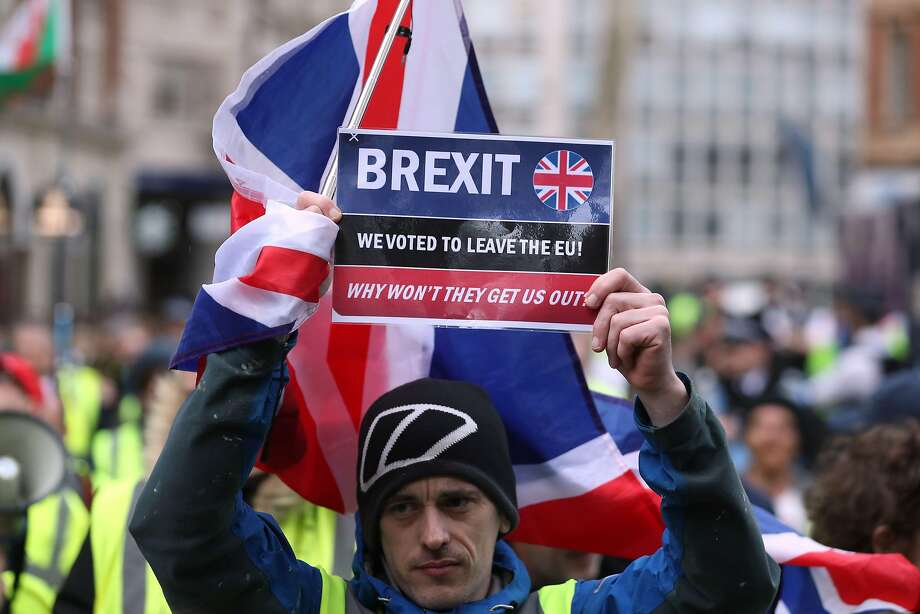 A Brexit supporter rallies Saturday in London. Britain's divorce deal is set for a vote Tuesday. Photo: Daniel Leal-olivas / AFP / Getty Images