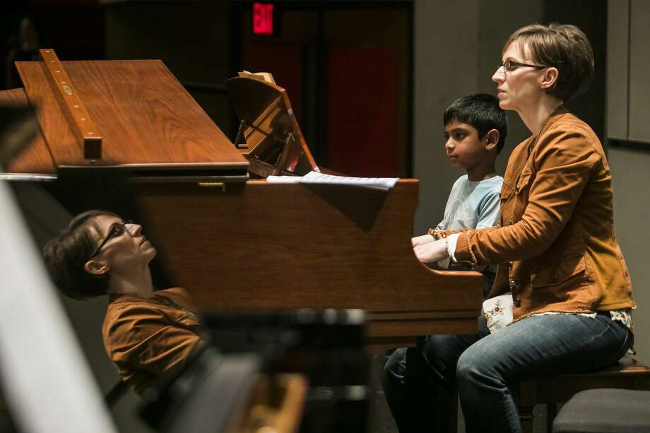 Nathan Perera, left, and Tracy Montgomery, right, play a piece on the piano during a rehearsal for Keyboardfest on Friday, Jan. 11, 2019 at the Midland Center for the Arts. (Katy Kildee/kkildee@mdn.net) Photo: (Katy Kildee/kkildee@mdn.net)