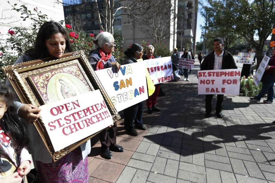 The St. Stephen loyalists brought an image of the Virgin of Guadalupe to their protest. La Guadalupana, said to champion the downtrodden and poor, is especially dear to Mexican immigrants. Photo: Karen Warren, Houston Chronicle / Staff Photographer / © 2019 Houston Chronicle
