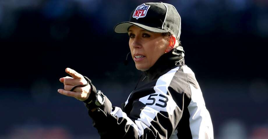FOXBOROUGH, MASSACHUSETTS - JANUARY 13: NFL Down Judge Sarah Thomas signals a call in the AFC Divisional Playoff Game between the New England Patriots and the Los Angeles Chargers at Gillette Stadium on January 13, 2019 in Foxborough, Massachusetts. (Photo by Al Bello/Getty Images) Photo: Al Bello/Getty Images