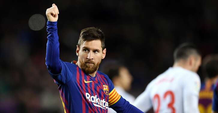 BARCELONA, SPAIN - JANUARY 13: Lionel Messi of FC Barcelona celebrates his team's second goal during the La Liga match between FC Barcelona and SD Eibar at Camp Nou on January 13, 2019 in Barcelona, Spain. The goal is Messi's 400th goal in La Liga for FC Barcelona. (Photo by David Ramos/Getty Images)