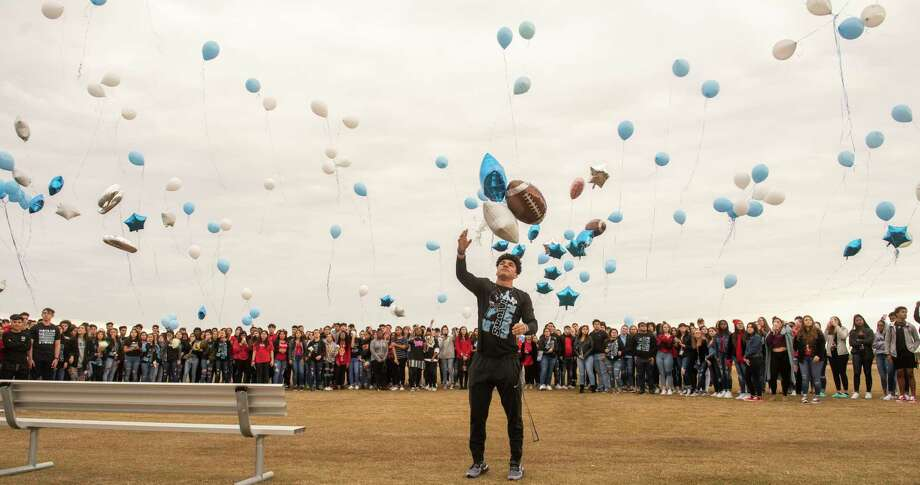 Harlan High School football player Samuel Carter center along with other students and parents release balloons at the school's football field honoring football player Shomari Anderson was killed in an auto accident on Saturday. Photo: Carlos Javier Sanchez | Contributor, Photojournalist / Carlos Javier Sanchez | Pixelreflexmedia.com