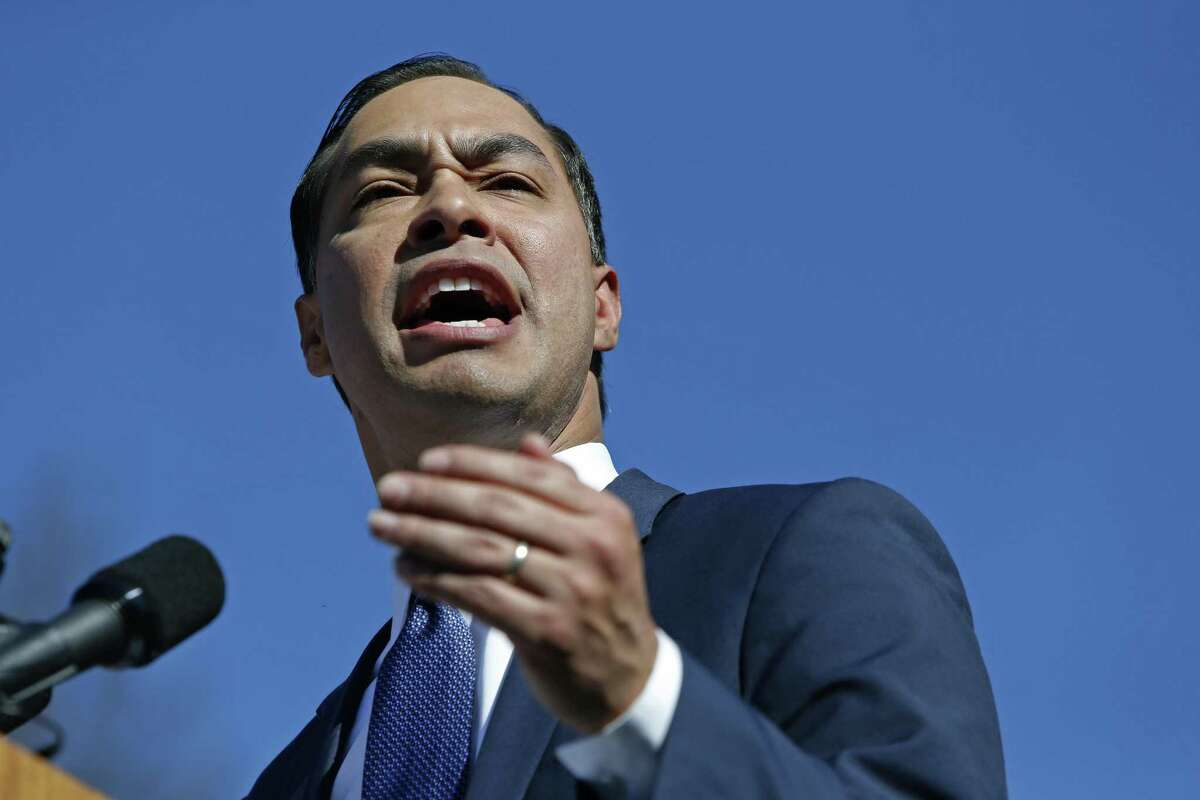SAN ANTONIO, TX - JANUARY 12: Julian Castro, former U.S. Department of Housing and Urban Development (HUD) Secretary and San Antonio Mayor, announces his candidacy for president in 2020 at Plaza Guadalupe on January 12, 2019 in San Antonio, Texas. If successful, Castro would be the first Hispanic candidate to win the White House. (Photo by Edward A. Ornelas/Getty Images)