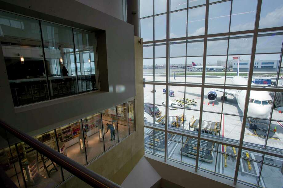 A passenger brought a gun through a security checkpoint at Hartsfield-Jackson International Airport in Atlanta on Jan. 2, officials say. Photo: Bloomberg Photo By Chris Rank. / © 2012 Bloomberg Finance LP